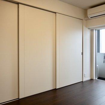 【LDK】来客時は洋室をサッと隠せます。