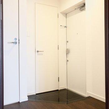 玄関スペースはゆったり。