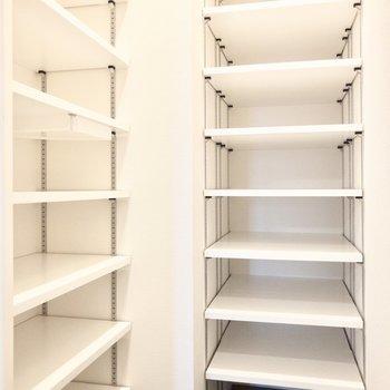 玄関収納はたっぷり。普段履きから季節ものまでスッキリ収納できます。※写真は8階の同間取り別部屋のものです