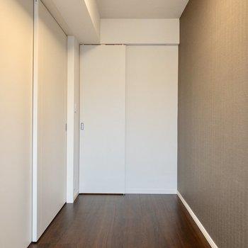 【洋室】収納もあります。※写真は8階の同間取り別部屋のものです