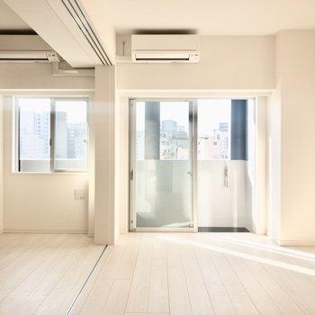 太陽が心地いい、南西向き1LDKのお部屋です。※写真は6階の同間取り別部屋のものです
