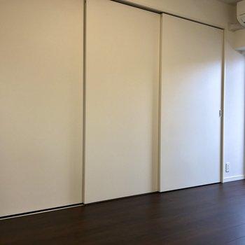 真っ白な扉は全開できます