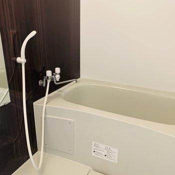 浴室はシンプル
