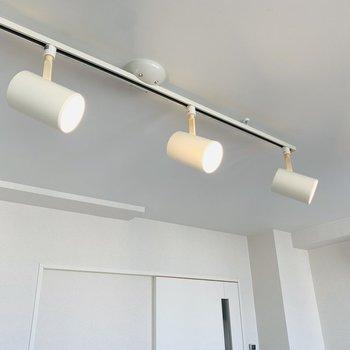 スポットライト型の照明が個性的