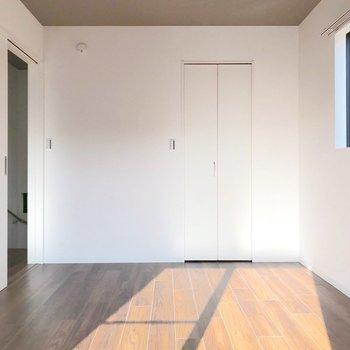 【左6帖】壁と同化している扉の先は…