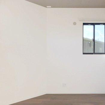 【奥6帖】全部屋2面採光なんて素敵すぎる…お子さまのお部屋にしても書斎にしても。