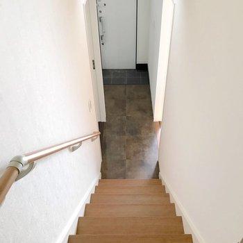 階段から玄関がよく見えるので、傘立てにもこだわりたいな。