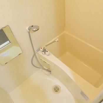 シャワーヘッドが大きなお風呂ですね