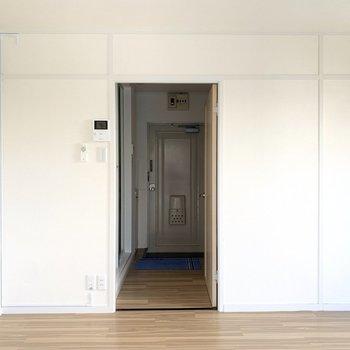 ドアの向こうはキッチンルーム。