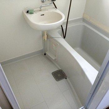 1人で入るには十分スペース。給湯機能もついてますよ◎