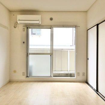 【洋室6帖】ソファを置いて寛ぎの空間にしたいなあ。