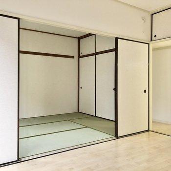 【洋室6帖】和室へ行ってみましょう。