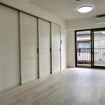 扉を閉めるとこんな感じ。きっちり分けられます。※写真は2階の同間取り別部屋のものです