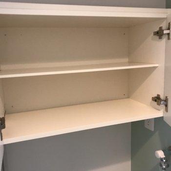 その上には棚がありました。洗剤たくさんストックできます〜※写真は2階の同間取り別部屋のものです