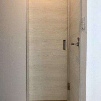 続いて玄関の方に戻って水廻りのチェックです! ※写真は2階の同間取り別部屋のものです