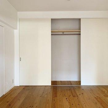 大きい方の洋室は大容量のクローゼット付き◎