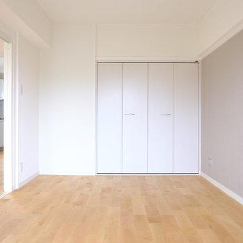 アクセントクロスは落ち着いた色味※前回工事したお部屋の写真です