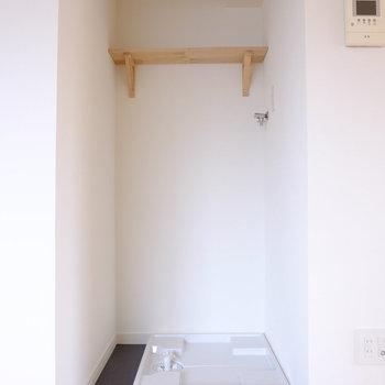 リビングに洗濯機置き場があります※前回工事したお部屋の写真です