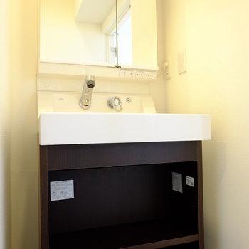 洗面台はスタイリュッシュ※前回工事したお部屋の写真です