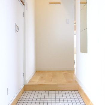 白タイルが可愛い玄関です※前回工事したお部屋の写真です