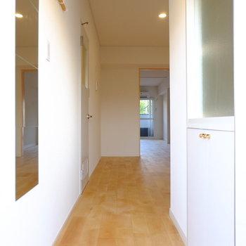 玄関からウキウキ//※前回工事したお部屋の写真です。