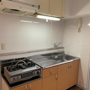 キッチンはシートと取っ手をリニューアル。※前回工事したお部屋の写真です。