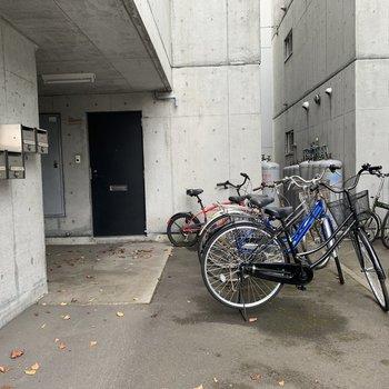 駐輪場は青空