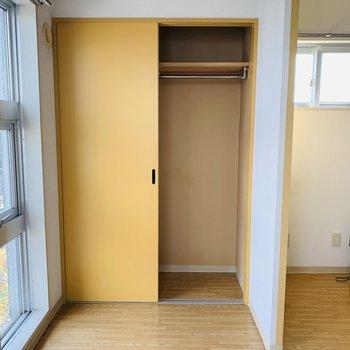 引違い扉なので目の前にベッド置けるね
