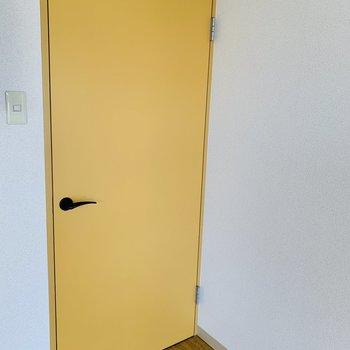 扉もマンゴーオレンジ色 温かい雰囲気♪