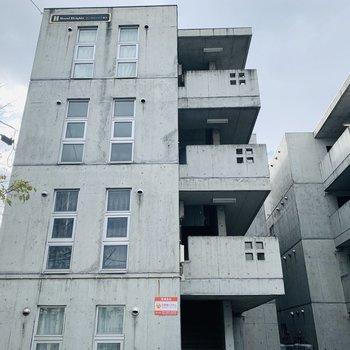 コンクリがクールな4階建て