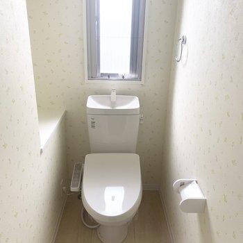 トイレは温水洗浄付き(※写真は3 階の反転間取り別部屋のものです)