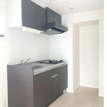 奥まったところに冷蔵庫かな(※写真は3 階の反転間取り別部屋のものです)