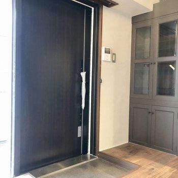 玄関ドアは引き戸です