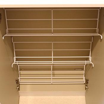 シューズボックスは斜めに収納するタイプ(※写真は4階の同間取り別部屋、モデルルームのものです)