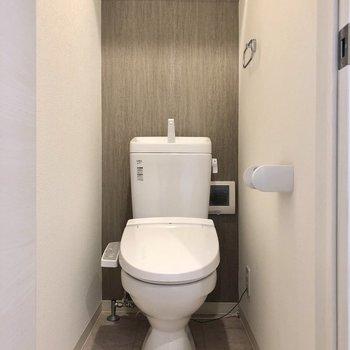 トイレにもグレークロス!大人めです(※写真は清掃前です)
