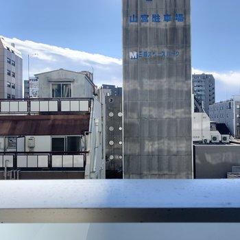 眺望は周辺のマンションやビルです