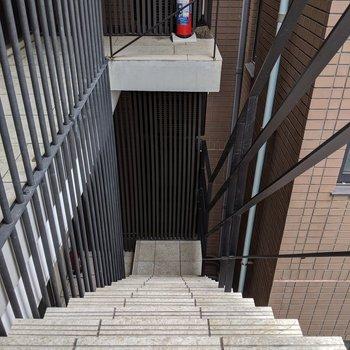 4階まで階段になります