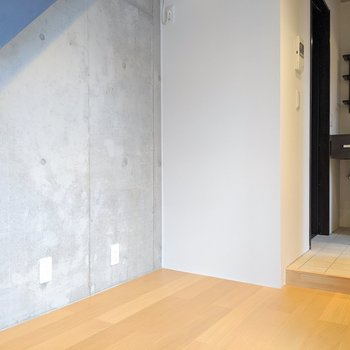 階段下のスペースは収納にも使えますね