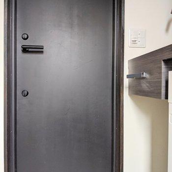 重厚感あるドア