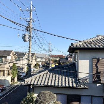 北側の眺望も住宅街。