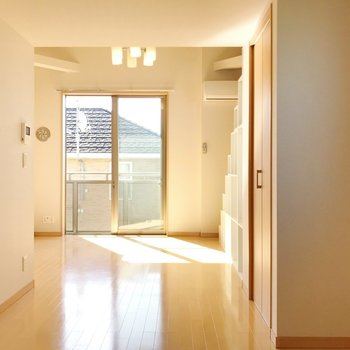 【洋室】気持ちのいい光が差し込みます。
