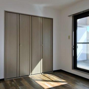 日当たりバッチリの南側の洋室