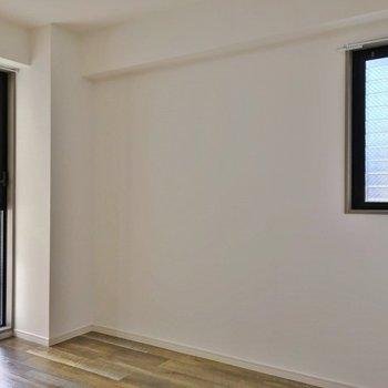 玄関横の洋室