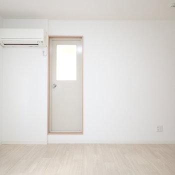 これはベランダのドア。