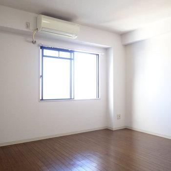 洋室は使いやすい間取り。レイアウトしやすそうです。