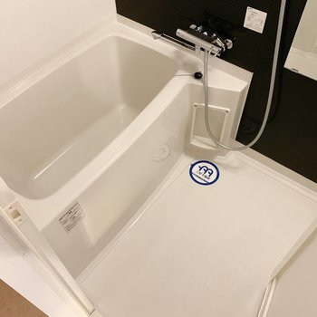 サーモ水栓で温度調節簡単です。(※写真は4階の同間取り別部屋のものです)