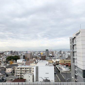 眺望は最上階ならではの抜けた景色。