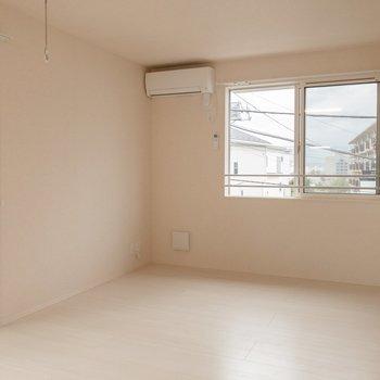 ゆったり過ごせそうな新築のお部屋です。※写真は2階の同間取り別部屋のものです