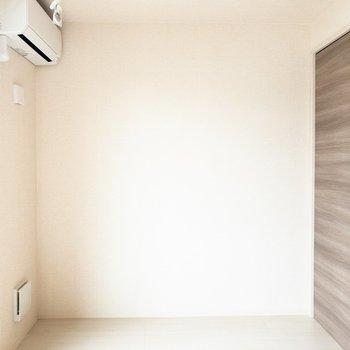 【LDK】ここにはソファを置こうかな。※写真は2階の同間取り別部屋のものです