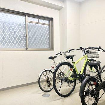 自転車置き場は屋内です◎
